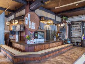 トラベルイン吉富:*【民芸茶屋 庄屋】昔なつかしい雰囲気の店内。