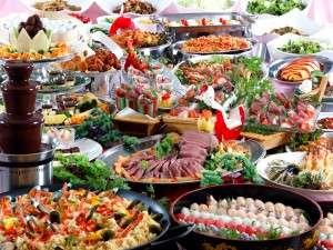 大江戸温泉物語 加賀片山津温泉 ながやま:旬の食材を用いた、60種類バイキング料理。時期の料理をご堪能ください。