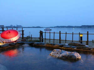 大江戸温泉物語 加賀片山津温泉 ながやま:夕暮れの幻想的な露天風呂