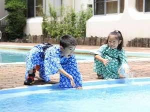 ホテル暖香園:暖香園中庭のプールは8月末までオープン!