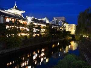 ホテル暖香園:【夕暮れさんぽ】東海館のライトアップを見に出かけませんか?徒歩5分