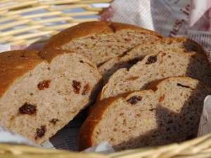 朝食 手作りパン。日替わりで提供しています。