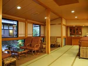 旅の宿 輝雲荘:館内は畳敷き。素足で歩くのが心地よい