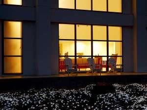 マーガレット畑からの夜の外観