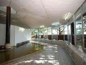 青松館:田園風景に溶け込んだ大浴場