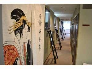 1泊1980円ホテル Tokyo:フロア内風景ですカプセルとロッカーが同フロアにご用意しています