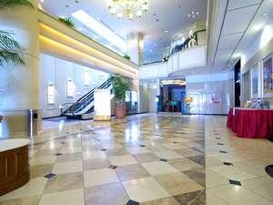佐世保ワシントンホテル:広くて明るい吹き抜けのロビー