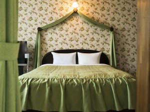 広々としたベッドでゆったりとお休みください。