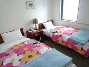 ビジネスイン谷町:♪お二人で大阪観光♪ゆったり寛げるツインルーム。安らかな安眠が約束できる住環境です。