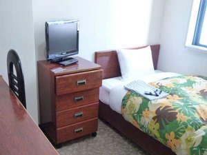 ビジネスイン谷町:シングルルーム【ベッド広め】羽毛ふとんで快適な安眠を保障します。