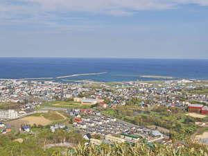 ホテルニュー幸林:【周辺情報】三笠山展望閣からの景色。枝幸町内を一望できます。
