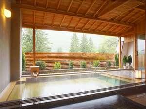 3つのホテルで温泉三昧 湯めぐりの宿 花巻温泉ホテル花巻:【ひのき露天風呂】開放感あふれる露天風呂をお楽しみください。