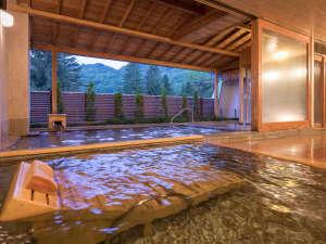 湯めぐりの宿 花巻温泉ホテル花巻 3つのホテルで温泉三昧:【ひのき露天風呂】開放感あふれる露天風呂をお楽しみください。