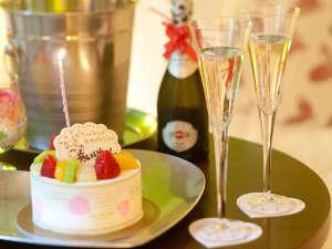 ホテルアラマンダ:オプションのケーキとスパークリングワイン