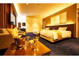 ホテル竹園芦屋:デラックスツインルーム(禁煙室)。シャンパンはイメージです。