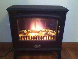 ペンションシフォン:お部屋にも暖炉(電気)