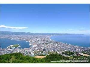 昼景もまた清々しく魅力的です。好天の日は駒ヶ岳や下北・津軽半島までも見渡すことが出来ます