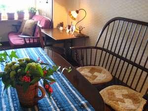 温もりの湯宿【カントリーハウス渓山荘】:松本や飛騨民芸家具のロビーでお茶を♪若女将手作りの、、絵葉書で旅の便り♪