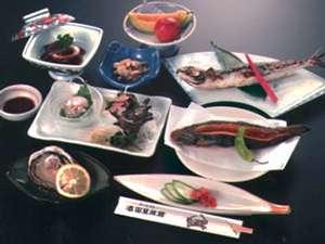 湯ノ田温泉 酒田屋旅館:*ご夕食の一例。お客様からは「味も量も◎!」とのお声を頂いております