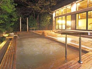 おごと温泉 里湯昔話 雄山荘:男性大浴場夜の露天風呂
