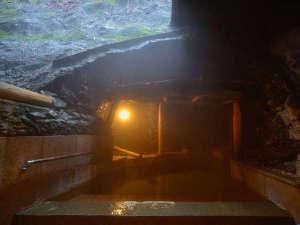 草津温泉 大阪屋:屋外岩風呂 岩戸の湯 ■癒し風呂 リラックス効果の高いハーブ湯を使用しております。