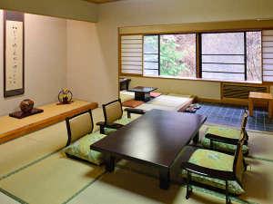 草津温泉 大阪屋:上屋敷 次の間、広縁付き客室 当館で最も広く、贅沢なつくりの上屋敷。全室が庭園側に面した間取り。