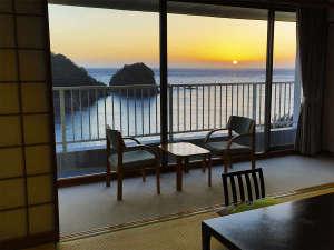絶景の宿 堂ヶ島ホテル天遊:客室からの夕景 お部屋一例
