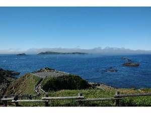 アザラシの見える宿 礼文島スコトン岬:晴れた日のスコトン岬 国立公園内に宿があるなんて!