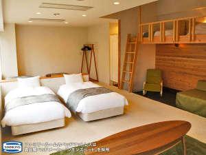 白馬姫川温泉なごみの湯 ホテルアベスト白馬リゾート:スイートルームのベッドは高品質ベッドメーカー「シモンズベッド」を採用。