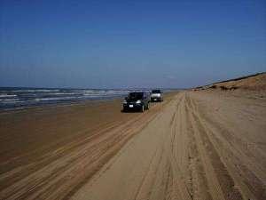 【千里浜なぎさドライブウェイ】波打ち際を車で走れる世界でも珍しい浜辺