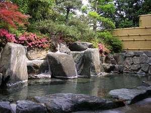 八雲温泉ゆうあい熊野館:四季折々の表情を楽しめる露天風呂。