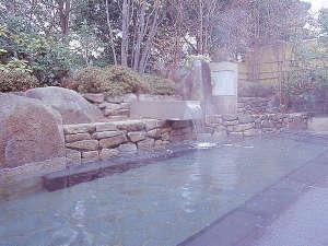 八雲温泉ゆうあい熊野館:【岩露天風呂】四季折々の表情をお楽しみいただけます