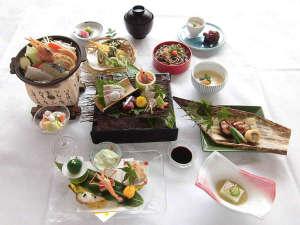 八雲温泉ゆうあい熊野館:【季節会席一例】夏のおすすめ会席です。季節の食材を使ったお料理をお愉しみ下さい♪