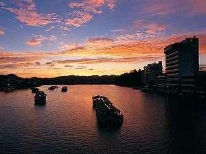日田温泉 亀山亭ホテル:夕暮れ時の屋形船の風景は美しく言葉を失います