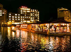 日田温泉 亀山亭ホテル:日田温泉 亀山亭ホテル 屋形船の幻想的な景色