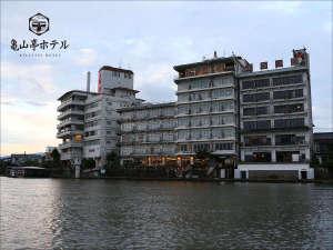 日田温泉 亀山亭ホテル:三隈川より外観