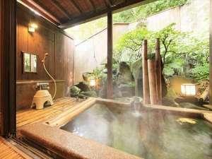 坪庭を眺めながらゆっくりをお風呂をお楽しみください