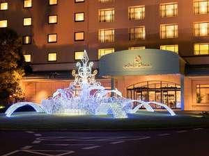 ホテルオークラ東京ベイ:正面玄関で輝くイルミネーションがお出迎え☆(期間限定)