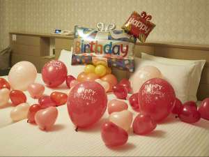 ホテルオークラ東京ベイ:バルーンで部屋を飾りつけして記念日のお祝いを