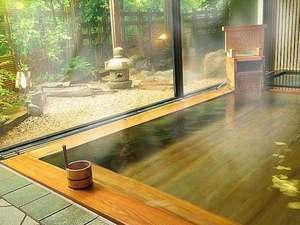 檜風呂木の芳香と暖かみが全身を包み 癒してくれます。