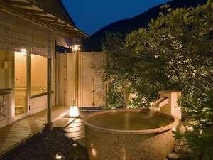 【碧川閣】人気の露天風呂付客室。大人2名で入っても十分な広さです。