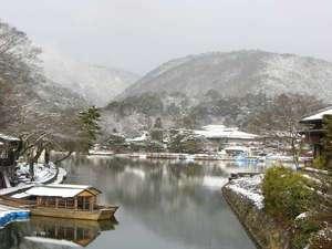☆とある日の雪景色の小倉山。絵になります。