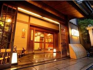 【川辺の館・碧川閣】年月を経て風格のある碧川閣玄関。京都らしい風情が漂います。