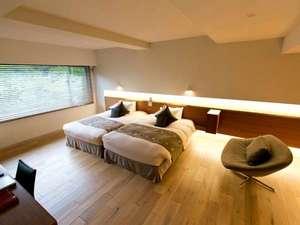 床は総板張りで壁を取り払った開放的な空間