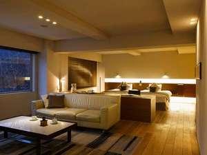 望楼 NOGUCHI 登別:【スイート70平米】70平米の客室一例。ゆとりある空間に上質な家具を配した、モダンなお部屋です。