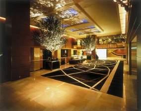 ホテル日航大阪:大阪の中心地に位置しながら、やすらぎに満ちた2階ロビー