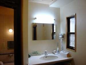ファミリー旅館 梅岡:お風呂場洗面台