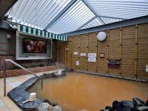 天然温泉プレミアホテル-CABIN-札幌(旧ホテルパコJrススキノ):テレビを見ながらゆったり露天風呂に浸かりませんか?寝湯でうたたねもOK♪