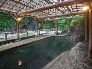 夏油温泉 元湯夏油:*大湯[混浴]/湯船の底からこんこんと湧き出る新鮮な温泉、という贅沢。
