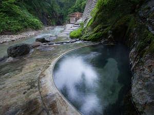 夏油温泉 元湯夏油:*疝気の湯[混浴]/渓流沿いに湧き出る湯。自然との一体感を味わえます!